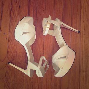 Beautiful Stuart Weitzman Heels. NWT 🌸
